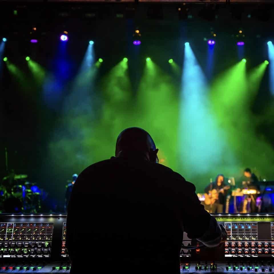 SERVIZI LIVE-Fonico Freelance, Pianista e altri Musicisti in Studio e per Tour